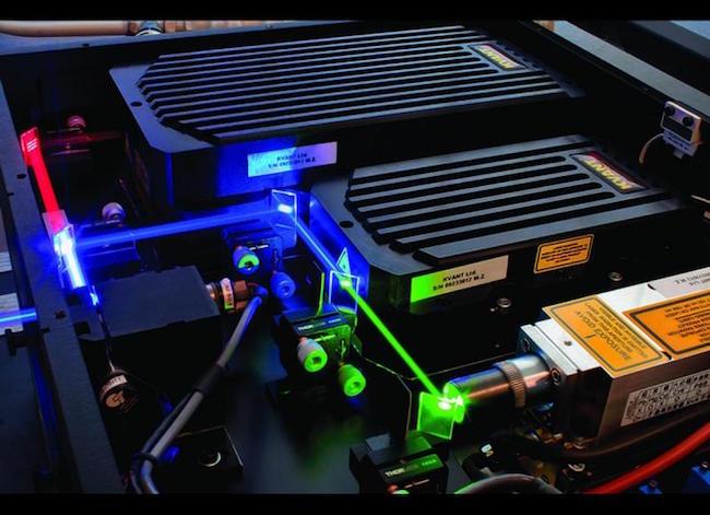 como funciona un proyector laser